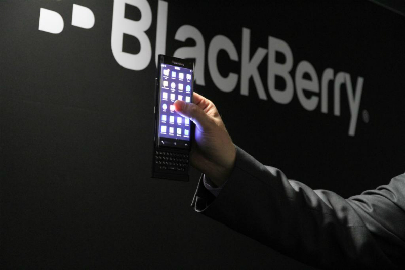blackberry-new-smartphone-with-dual-curved-and-keyboard-mwc2015-01