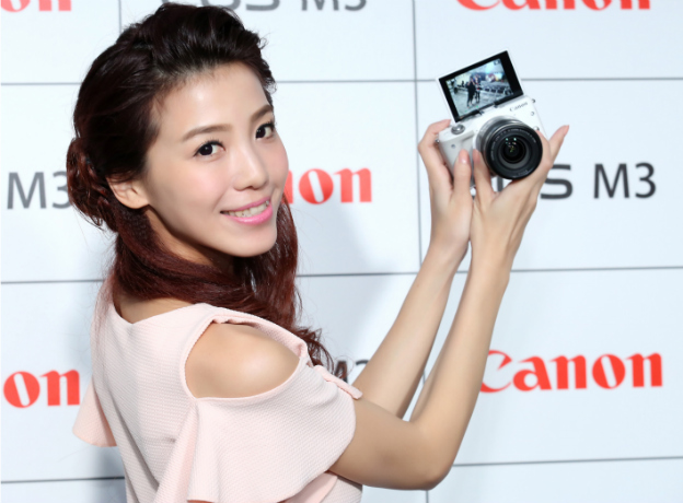 canon-eos-m3-with-model-01-1-img-top