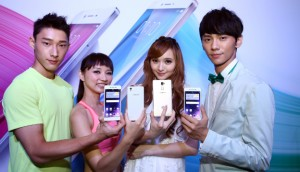 oppo-r7-with-models-img-top