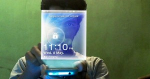 new-samsung-galaxy-hologram-mobile-phone-comercial-video-screenshot-0m02s-maxresdefault-img-top