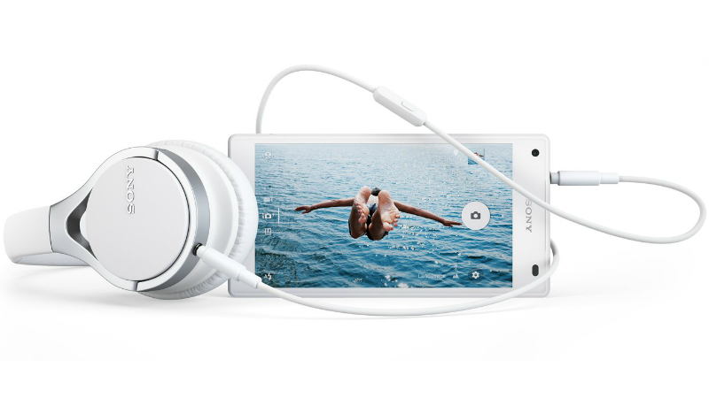 sony-xperia-z5-compact-with-mdr-10rc-headphones-desktop