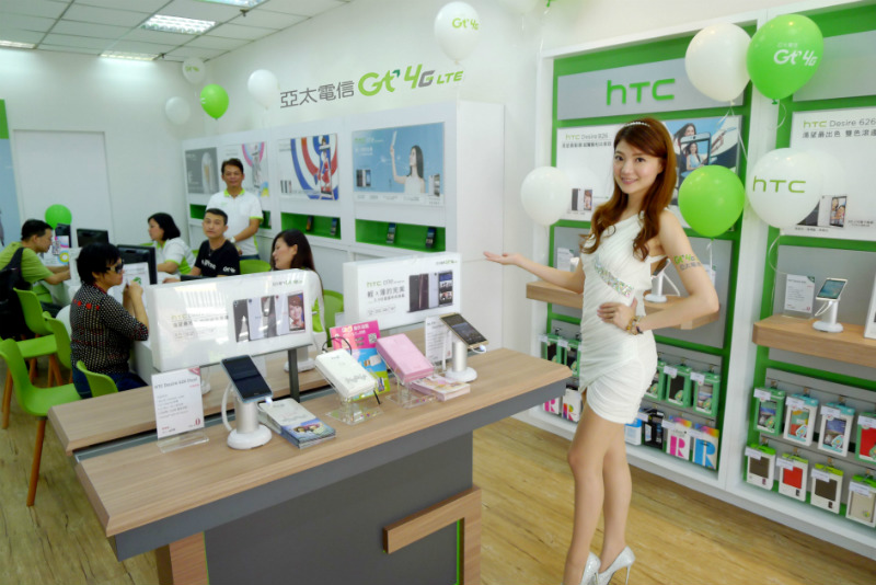 asia-pacific-telecom-expand-new-gt-4g-stores-with-htc-01