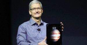 apple-2015-fall-event-tim-cook-with-ipad-pro-part-img-top