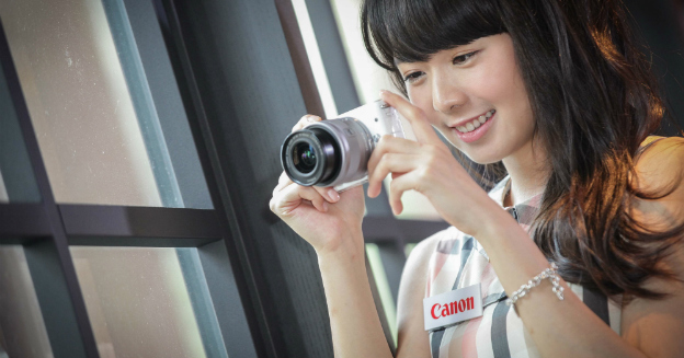 canon-eos-m10-white-with-model-01-part-img-top