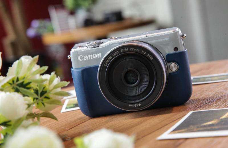 canon-eos-m10-with-canon-eh28-fj- blue-01