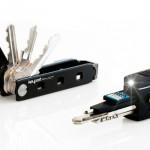 萬用瑞士刀升級,現代版加入藍牙追蹤 LED 及 USB 多功能
