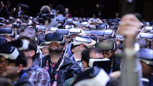 people-wear-samusng-gear-vr-mwc-2016-part-img-top-36kr