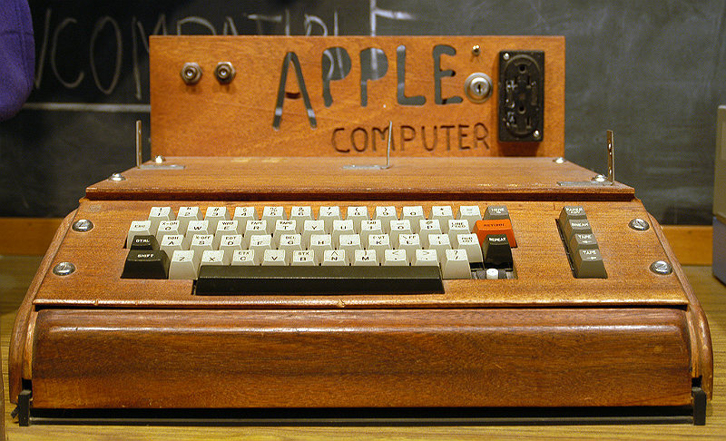 apple-i-computer-on-display-at-the-smithsonian-281712899-ed-uthman-part