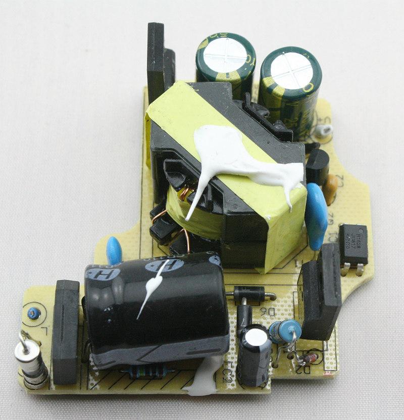 counterfeit-macbook-charger-teardown-primary-photo-ken-shirriff-part