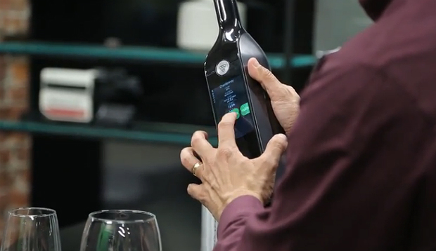 kuvee-smart-wine-bottle-2