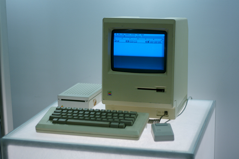 macintosh-1984-google-ny-office-computer-museum-2179402603-marcin-wichary-part