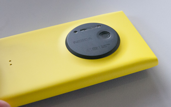 Nokia-Lumia-1020-side