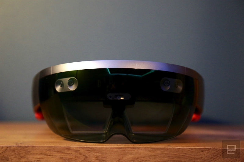 microsoft-holoLens-hands-on-648a3732-1-part-engadget