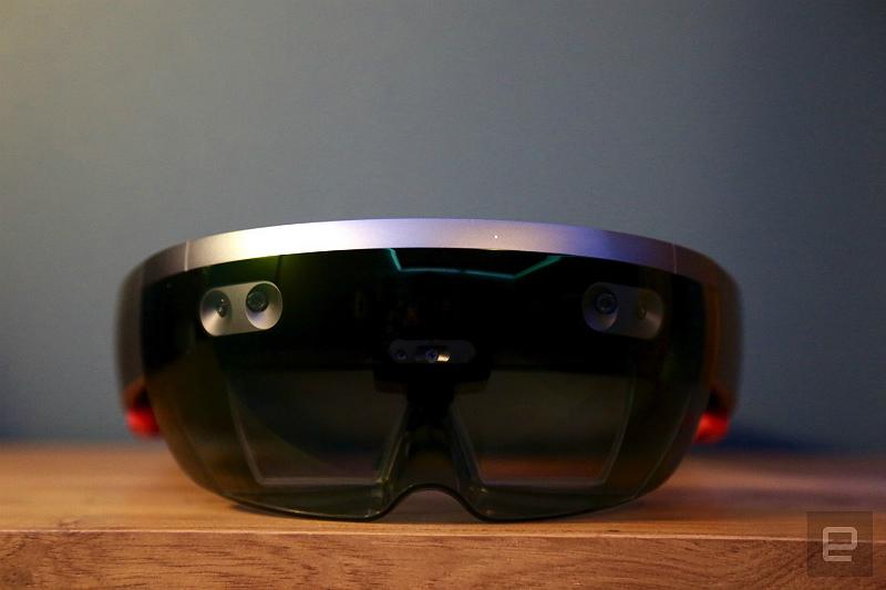 microsoft-holoLens-hands-on-648a3732-1-part-engadget